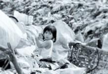 Gadis sekecil ini dipaksa nasib menjadi pemulung. Foto Ilustrasi: Tribunnews