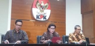 Wakil Ketua KPK, Basaria Panjaitan (Tengah), Alexander Marwatta (Kiri) dan Febri Diansyah (Kanan), di Gedung KPK, Jakarta Selatan, Kamis, (14/9/2017). Foto Restu Fadilah/ NusantaraNews.co