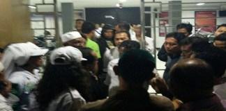 Alfian Tanjung keluar dari Rumah Tahanan (Rutan) Klas I Surabaya di Medaeng Sidaorjo. (Foto: N. Ilham/Istimewa)