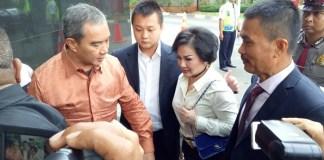 Mantan terpidana kasus BLBI Artalyta Suryani alias Ayin mendadak menyambangi Gedung Komisi Pemberantasan Korupsi (KPK), pada Rabu, (13/9/2017). (Foto: Restu Fadilah/NusantaraNews)