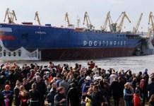 Rusia meluncurkan kapal pemecah es bertenaga nuklir terbesar di dunia untuk ditempatkan di Arktik. Peluncuran kapal dari sebuah galangan kapal Baltic Shipyard di St Petersburg disaksikan masyarakat umum. (Foto: TASS)