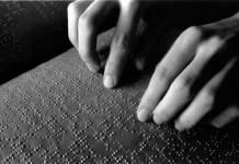 Reading the Braille book. (Ilustrasi/Net/Istimewa)