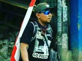 Relawan Jamkeswatch Ade Kenzo yang akan jalan kaki Surabaya - Jakarta untuk menyerukan perbaikan jaminan kesehatan dilepas di Tugu Pahlawan, Surabaya, Selasa (19/9/2017). Foto: Dok. koranperdjoeangan