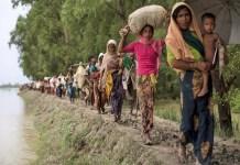 Pengungsi Muslim Rohingya menuju Bangladesh setelah melintasi perbatasan Myanmar-Bangladesh. (Dan Kitwood/Getty Images)