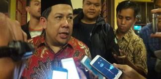 Wakil Ketua DPR RI, Fahri Hamzah saat diwawancarai wartawan di Surabaya, Senin (2/9/2017). (Foto: Yudhie/NusantaraNews)