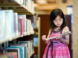 Anak-anak sangat butuh membaca buku. (Foto: Everyday Feminism)