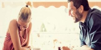 Sebuah penelitian menyebutkan bahwa wanita suka dengan pria yang punya selera humor tinggi. (Foto: Huffpost)