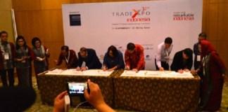 Arlinda menyaksikan penandatangan kontrak Buying Mission di ICE BSD, Kota Bumi Serpong Damai, Tangsel, Banten, Rabu (11/10/2017). Foto: Dok. Kemendag
