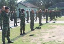 Anggota Kodim 0812 Lamongan melaksanakan materi PBB dan lari jalanan dalam rangka mengisi kegiatan Minggu Militer. Foto: Dok. Penrem