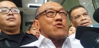 Ketua Dewan Pertimbangan Partai Golkar, Aburizal Bakrie mengimbau agar Setya Novanto menyerahkan diri kepada Penyidik Komisi Pemberantasan Korupsi (KPK). Foto: Restu Fadilah/NUSANTARANEWS