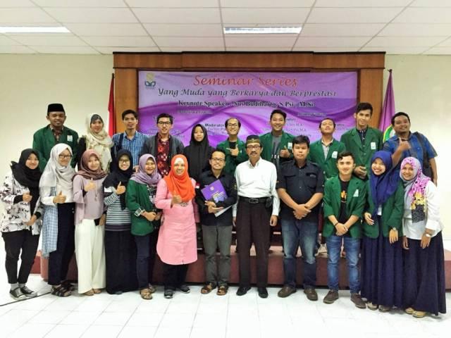 Peserta dan narasumber seminar series bertemakan Yang Muda yang Berkarya dan Berprestasi di UIN Sunan Kalijaga Yogyakarta pada Selasa (28/11). Foto: Hendris Abdullah/Istimewa