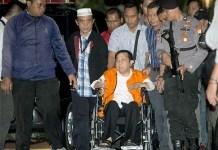 Setya Novanto duduk di atas kursi roda/Foto Reuters