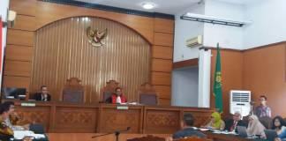 Kuasa Hukum Setya Novanto mengajukan ahli hukum pidana dari Universitas Islam Indonesia (UII) Muzakir Yogyakarta pada sidang lanjutan praperadilan gugatan praperadilan kasus dugaan korupsi e-KTP TA 2011-2012 , Senin 11 Desember 2017. Foto: Restu Fadilah/NUSANTARANEWS.CO