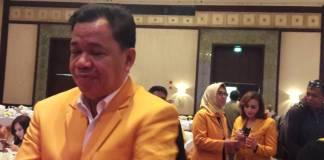 Koordinator Kesra DPP Partai Golkar Roem Kono memastikan partainya final mendukung Khofifah-Emil di Pilgub Jatim 2018. Foto: NusantaraNews/Tri Wahyudi