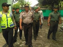 Tiga Pilar Tuban, Polsek, Koramildan Kecamatan Tuban menggelar Operasi Cipta Kondisi 2018. Foto: Dok. Kodim Tuban