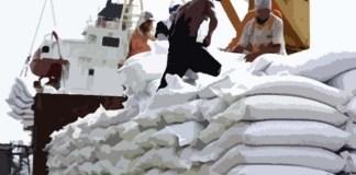 Kegiatan Bongkar Muat Impor Gula
