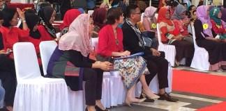 Direktur Wahid Foundation Zannuba Yenny Wahid bersama para juri lomba peragaan busana (fashion show) kaum perempuan desa. Foto: Anam Tujuh/Istimewa