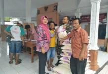 Sejumlah kecamatan di Kabupaten Jember menerima beras bersubsidi pemerintah, Sabtu (24/2/2018). (Foto: Dok. NusantaraNews/Istimewa)