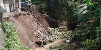 Plengsengan Sungai Sumberagung Ambrol (4)