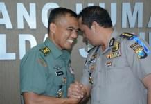 Pendam Brawijaya Letkol Inf Singgih Pambudi Arinto dan Humas Polda Jatim Kombes Pol Frans Barung Mangera. (Foto: Istimewa/NusantaraNews)