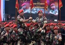 Tongkat Komando Kopassus Resmi Beralih ke Mayjen TNI Eko Margiyono dari Mayjen TNI Madsuni. (FOTO: iNews)