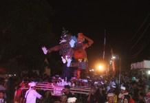 Pawai Ogoh-ogoh di halaman Pure Swasti Dharma desa Sukoreno, Umbulsari, Jember, Jumat (17/3). (Foto: Sis/Istimewa)