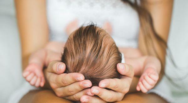 जानिये कौन सी उम्र में औरत के लिए पहला बच्चा या माँ बनाना सही है , Jaaniye kaun se umar mein aurat ke liye pehla bachcha ya maa ban na sahi hai
