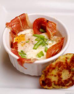Prosciutto Baked eggs 18/366