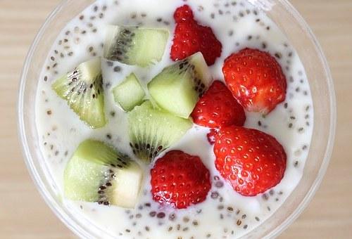Pudding chia fraises kiwi