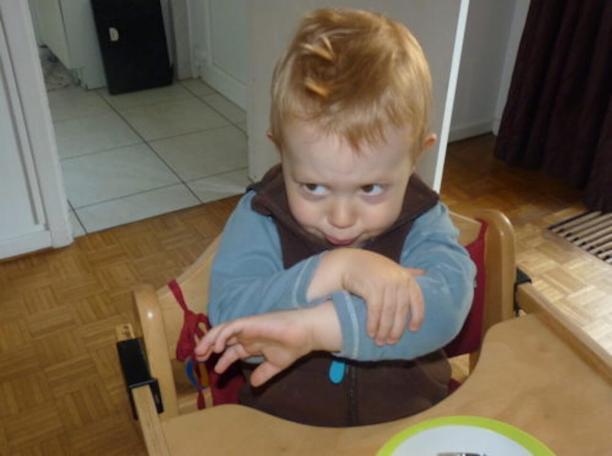 Mon enfant boude à table