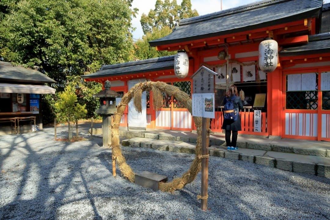 神社-祭壇-神明