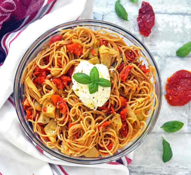 Recipe for one-pot pasta with sun-dried tomatoes, artichokes and ricotta cheese