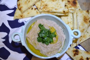 Blackeye Pea Hummus with Naan