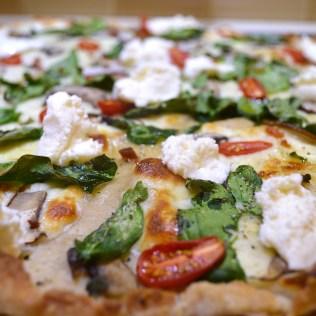 Sourdough Pizza Crust w:Mozarella, Spinach, Tomatoes, Baby Bellas, Fresh Oregano, Garlic