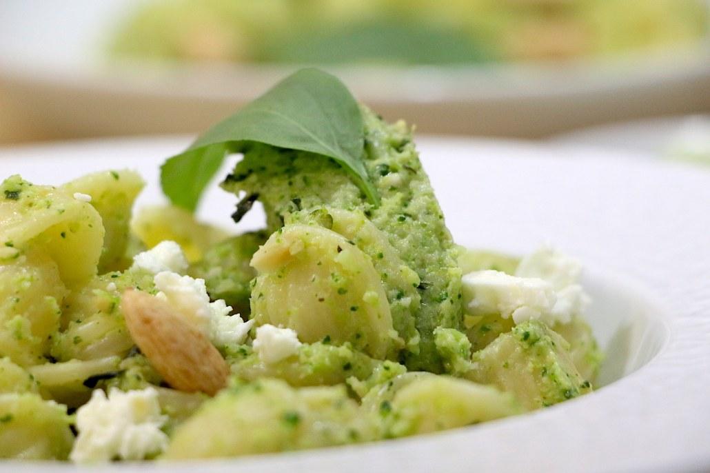 pâtes au pesto de brocoli amandes et féta