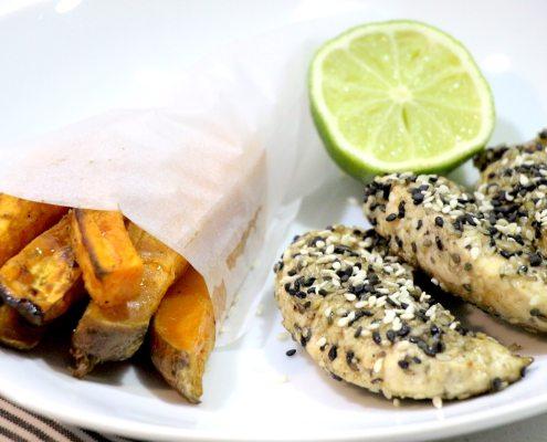poulet pané au sésame et frites de patate douce