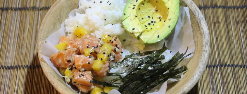 sushi bowl au saumon mangue et avocat