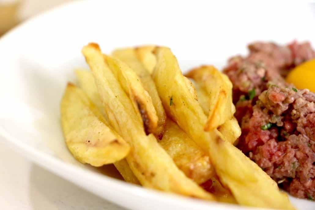 tartare de boeuf thaï et frites maison