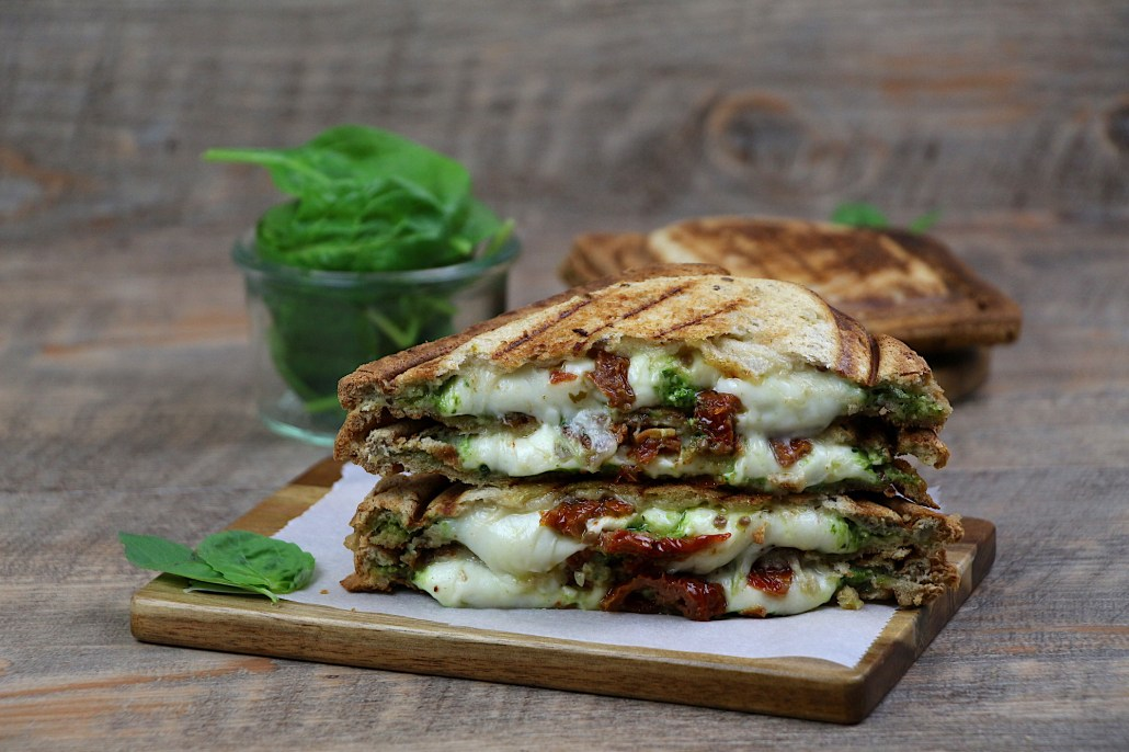 croque monsieur pesto mozzarella