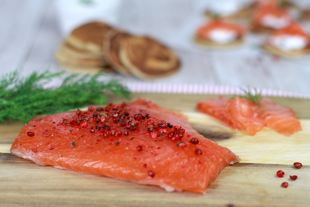 saumon gravlax et blinis maison au sarrasin