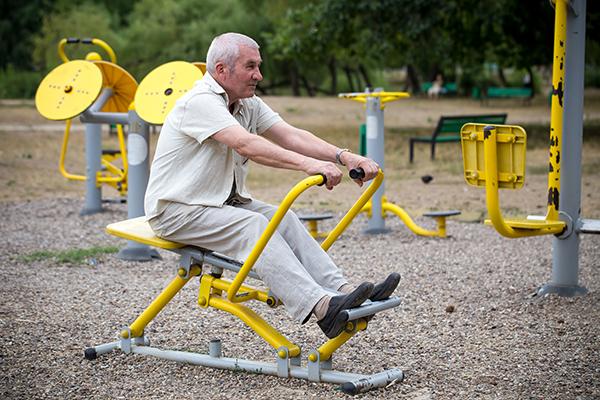 اللياقة البدنية والتدريبات لكبار السن