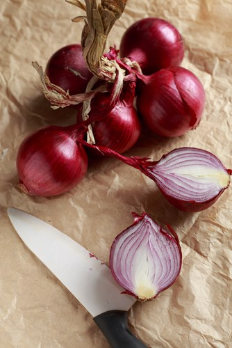 Red onions and knife