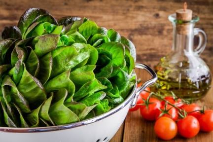 Spinach, tomatoes and olive oil