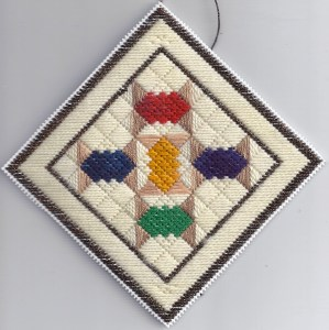 Spoolies Plastic Canvas Needlepoint Quilt Ornament – Free Pattern