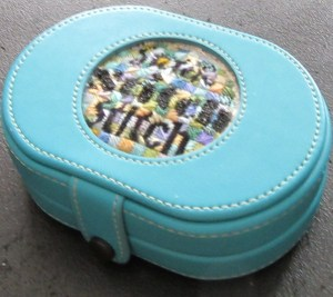 /lee Needle Arts Magnetic Tool Case with needlepoint insert