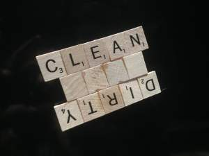 Clean & Dirty magnet for the dishwasher using scrabble tiles
