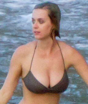 katy-perry-hits-the-beach-in-hawaii-on-christmas-day