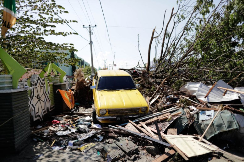 epa07058056 A car washed up by the sea water at a tsunami devastated area in Talise beach, Palu, Central Sulawesi, Indonesia, 30 September 2018. According to reports, at least 384 people have died as a result of a series of powerful earthquakes that hit central Sulawesi and triggered a tsunami. EPA-EFE/MAST IRHAM