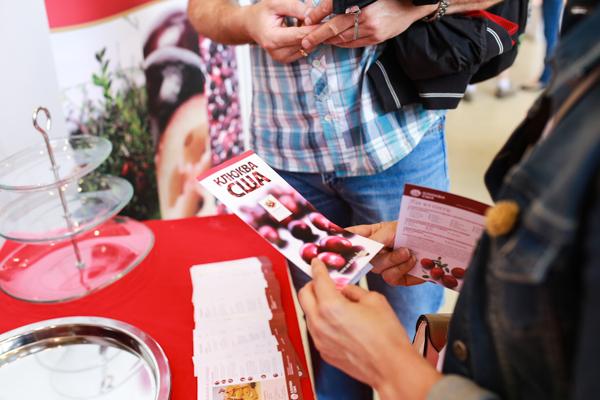Стенд Комитета по продвижению клюквы США на 10-й международной профессиональной выставке «Фестиваль Сладостей» в павильоне ВДНХ, 16 августа 2014