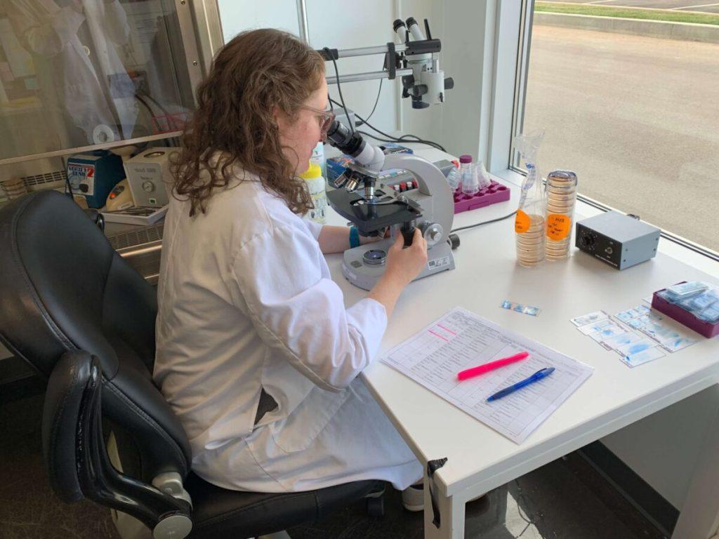 nvira-laboratoire-analyse-qualiteair-microbiologie